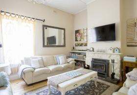 Azalea Cedar Rose Villa Lounge