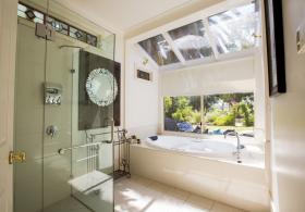 Azalea Cedar Rose Villa Bathroom
