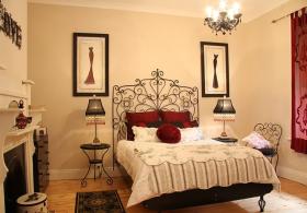 Azalea Cedar Rose Villa Red Room